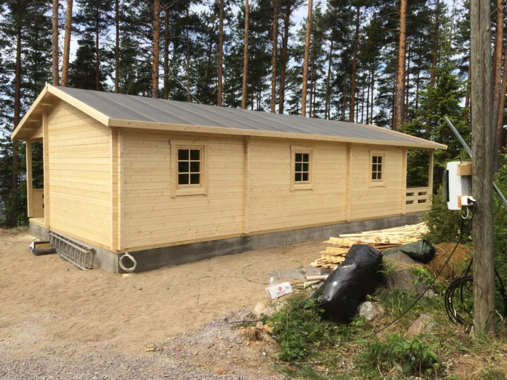 Kahe magamistoaga puidust külalistemaja